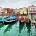gondolas-on-grand-canal-venice-italy-1400_120